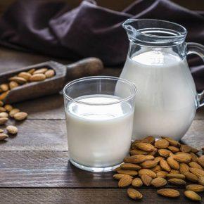 Bebida vegetal a base de almendras: Beneficios saludables para la dieta